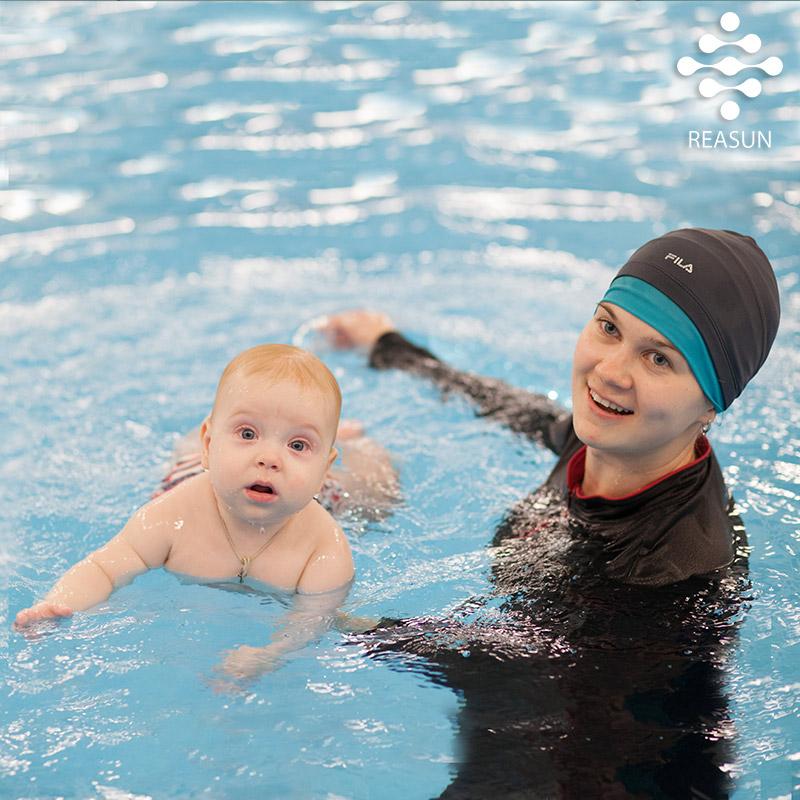 Раннее-плавание-в-бассейне-Реасан