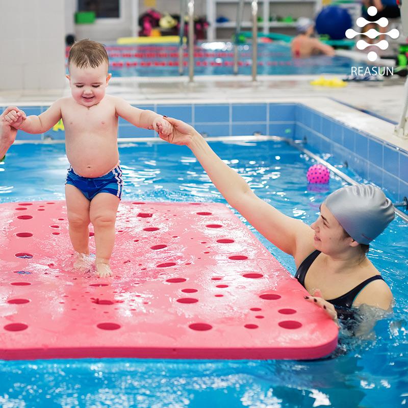 семейное-посещение-бассейна